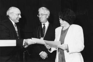 Remise de son diplôme de thèse à Madame Eleanor Cashin-Ritaine par le Président de l'Université de Nancy II et le Président de l'Université de la Sarre